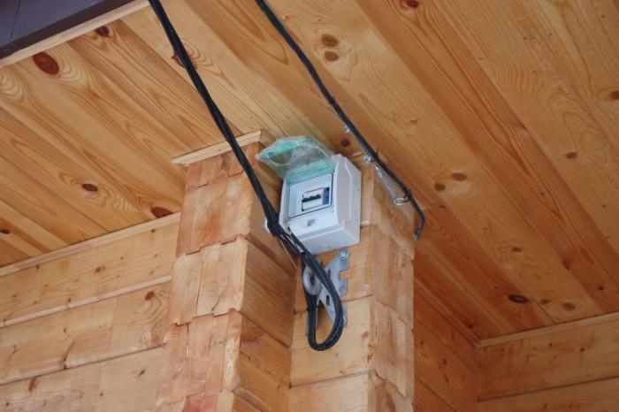 Как провести электричество в деревянном доме своими руками 623